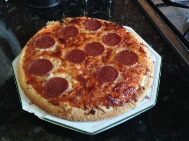 Product Review: Pepperoni Pizza & Garlic Bread | Glutopia